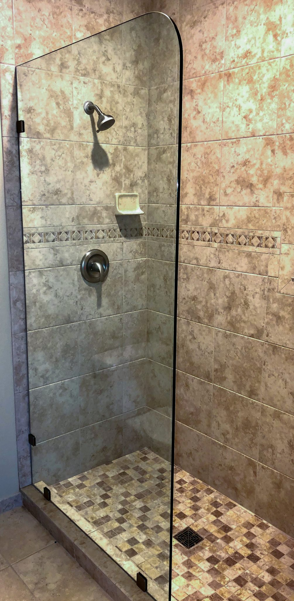 glass shower wall installation - kona glass hawaii